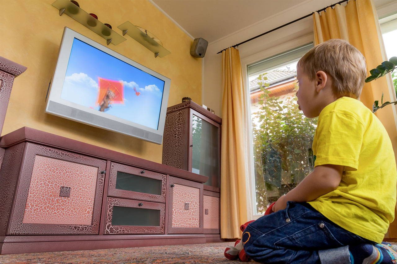 Parental stress and children's screen time
